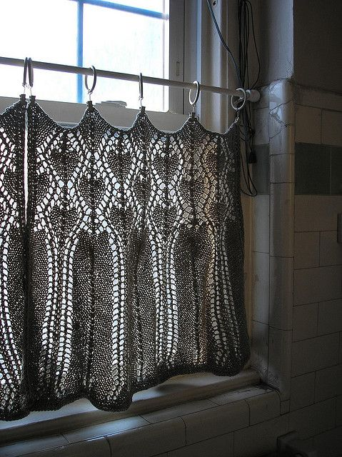 beautiful bathroom curtains - these are just lovely.Cafes Curtains, Ideas, Crochet Curtains, Bathroom Curtains, Knits Curtains, Yarns, Diy, Windows Treatments, Crafts