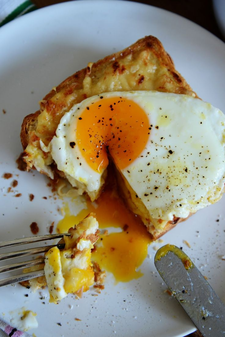 Croque Madame with ham/Gruyere and bechamel sauce.