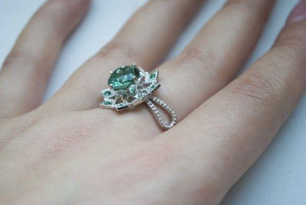Lisenok777: - Астра прекрасное, нежное, среднего размера кольцо. Зеленый кварц - самый красивый (для меня) цвет натурала, который видела. В жизни кварц чуть ярче и чуть чище и насыщенней цвет, но светлее своего собрата в кольце Бэмби...