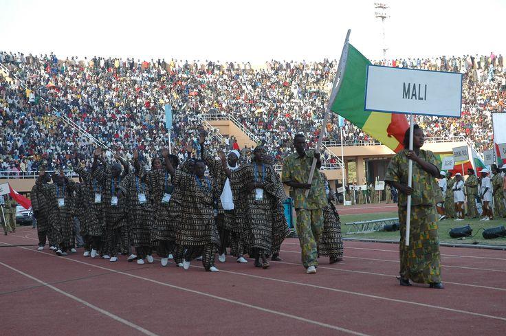 Défilé des délégations lors de la cérémonie d'ouverture des Ves Jeux de la Francophonie de Niamey, Niger - 2005
