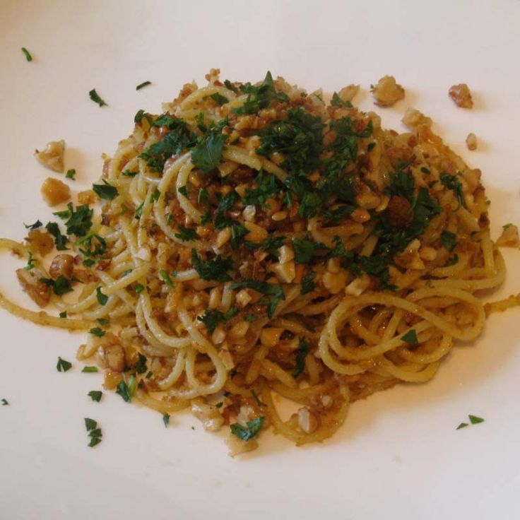 Spaghetti alla fornaia, with walnuts and fried bread crumbs.