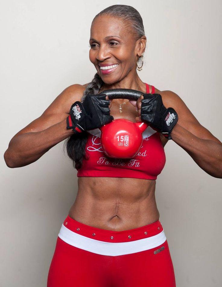Si chiama Ernestine Shepherd, è nata il 16 giugno 1936 ed è la body builder più anziana del mondo. La nonnina ha iniziato ad allenarsi un po' tardi, quando aveva già 56 anni: ma l'età non è stata un problema. Con la sua tenacia Ernestine ha dimostrato di avere la stoffa e il fisico della body builder ed è riuscita anche a vincere un paio di gare. Tra il 2010 e il 2011 è entrata nel Guinness dei primati come la body builder più anziana del mondo. Per mantenersi in forma Ernestine si alza…