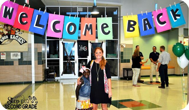 Welcome Back banner- love this idea for the first few weeks of school. Made from construction paper, yarn, and clothes pins.