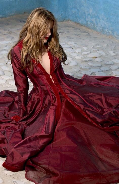 Gorgeous pool of colour... LOVE this dress....