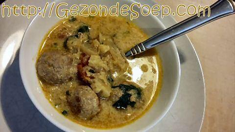 Snel recept om lekkere kerriesoep te maken zonder bouillon, zodat je gegarandeerd in minder dan 1 uur zal genieten van een geurige soep met gehaktballetjes.