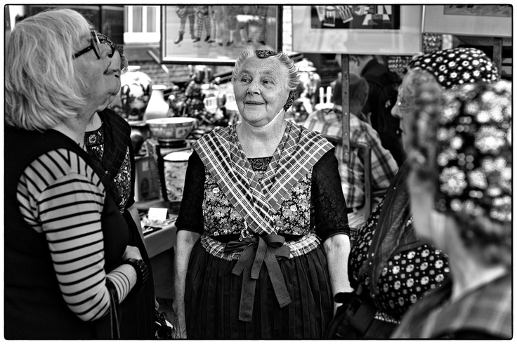 Traditionally dressed women at the Noordermarkt Amsterdam