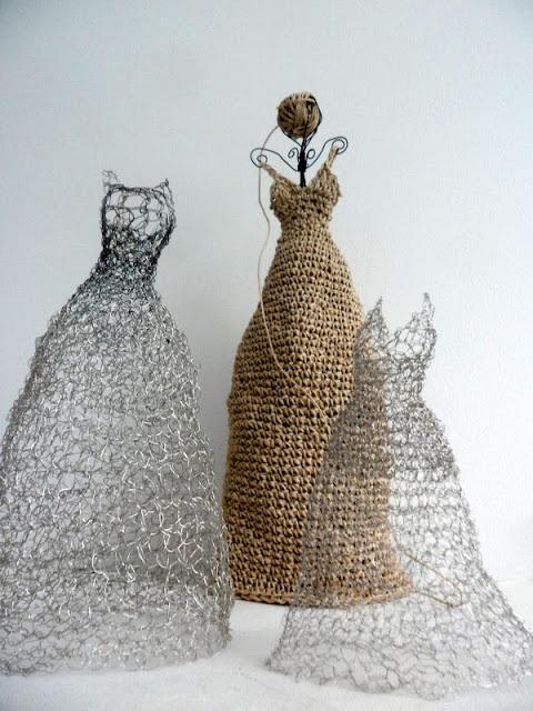3 sisarta (3 sisters) - crochet sculptures - VMSomⒶ KOPPA CROCHET INSPIRATION http://pinterest.com/gigibrazil/crochet-e-tricot-home/