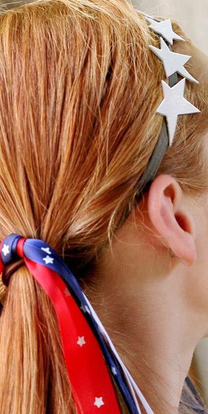 No 4th of July outfit is complete without the perfect hairstyle. Click in to see our diy ideas for hair accessories for your 4th of July party.