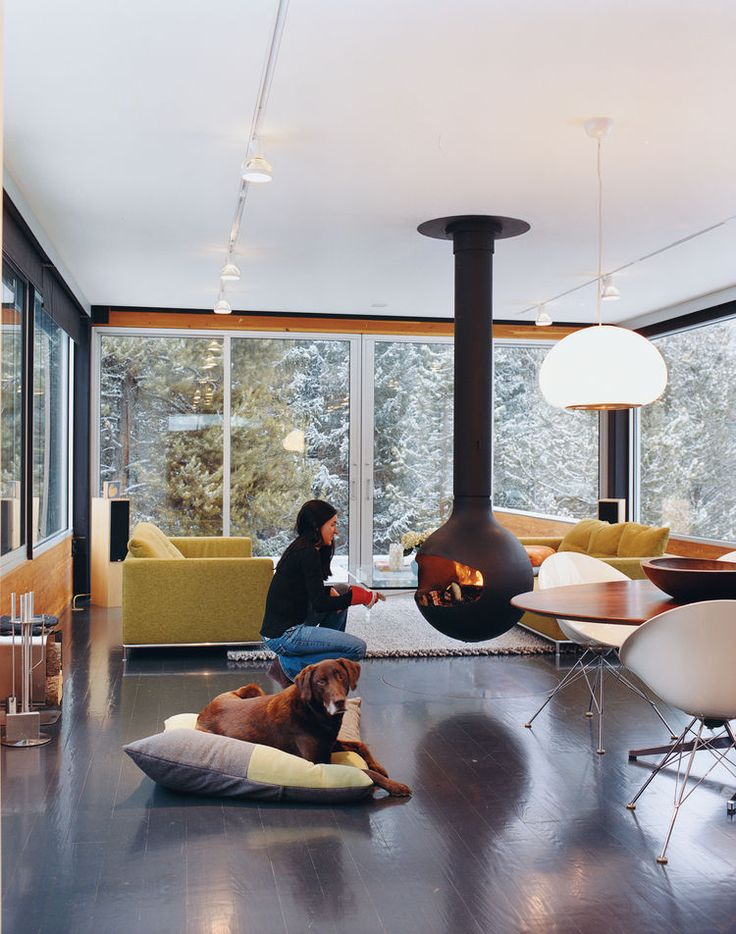 To avoid a space-hogging fireplace, Johnson recommended a Bathyscafocus by Focus Creations. Hiller took the suggestion and now enjoys the warmth of a fireplace and the full square footage of her living room.