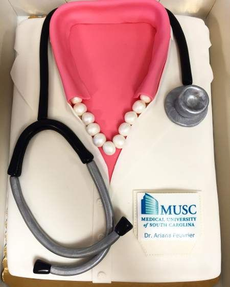 Medical school white coat cake / white coat ceremony blog post