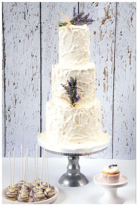 Taartjes-van-An-Nunspeet-bruidstaart-rustiek-cupcakes-cakepops-lavendel.jpg
