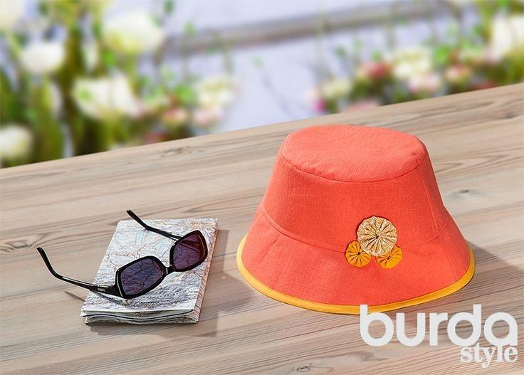 Мастер-класс: летняя шляпа из льна Практичная и одновременно очень красивая шляпа из плотной льняной ткани, украшенная цветами, подойдет как для поездок или прогулок, так и для вечеринок за городом или городского шопинга. Журнал Burda #бурда
