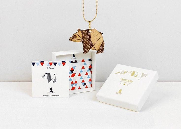 Magnifique collier naturel avec pour pendentif un adorable Panda stylisé en origami qu'on aimerait vraiment adopter pour toute la vie !