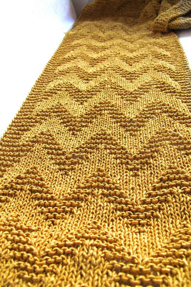 Moois van ' M(i)e': Gold - gebreide chevronsjaal - patroon