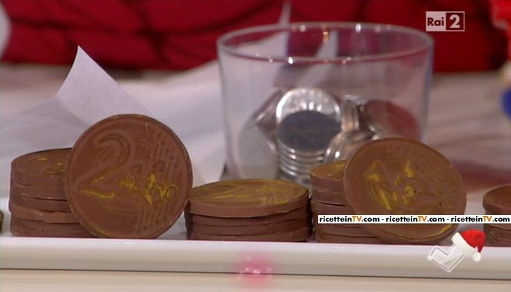 """""""Detto Fatto"""": la ricetta delle monete di cioccolato, perfette per la calza della Befana, di Mirco Della Vecchia del 5 gennaio 2016."""