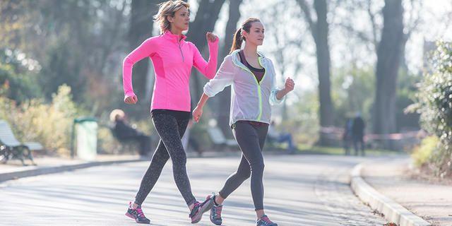 Jeanick Landormy, à la fois coach de remise en forme par la marche et coach de marche athlétique, vous propose de perdre quelques kilos en 8 semaines de marche sportive. Accompagné des conseils de Marie, nutritionniste chez Aptonia, découvrez leur programme d'entraînement pour perdre du poids!