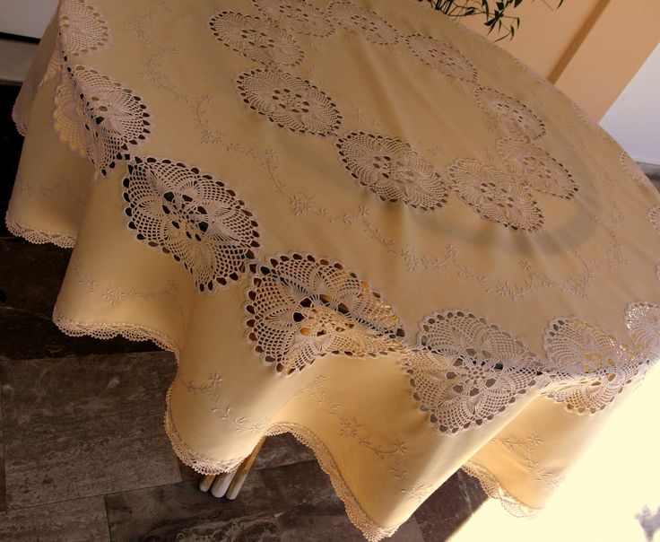 Vintage Beige round SET tablecloth & 8 napkins framework embroidery and crochet lace motifs and bordoures by VintageHomeStories on Etsy #Vintage #Dining #Tablecloth #Embroidery #Lace #diningSet #DiningDecor #Beige
