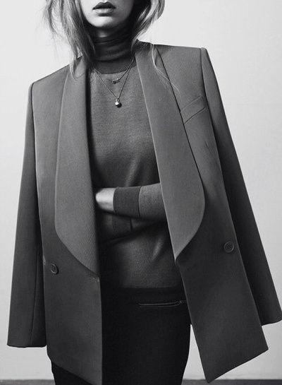 En 2014, on pense à investir dans un blazer créateur afin de réchauffer nos fins pulls col roulé