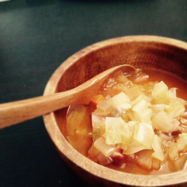 ほっこりあったまるスープが飲みたくて。 おいすぃ(๑´ڡ`๑) ブーケガルニはセロリの葉、ローリエ、パセリ。 仕上げに黒胡椒したら一層美味しかったです。 - 32件のもぐもぐ - お野菜たっぷりミネストローネ by nodamex