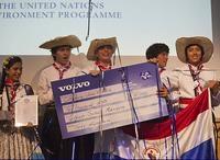 """ULUSLAR ARASI ÇEVRE ÖDÜLÜ»  Paraguay'lı ve Brezilya'lı izciler hazırladıkları """"Çevre Projesi"""" çalışmalarından dolayı """"Volvo Adventure Programı"""" tarafından ödüllendirildi. Uluslar arası Çevre Ödül töreni için birinci ve ikinciliğ..."""
