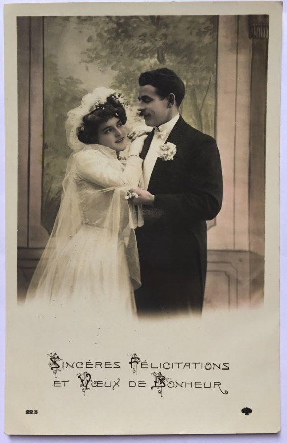 Bruiloft foto * felicitatie en beste wensen in uw huwelijk * witte jurk met sluier * zwarte smoking * Franse romantiek van 1900 briefkaart