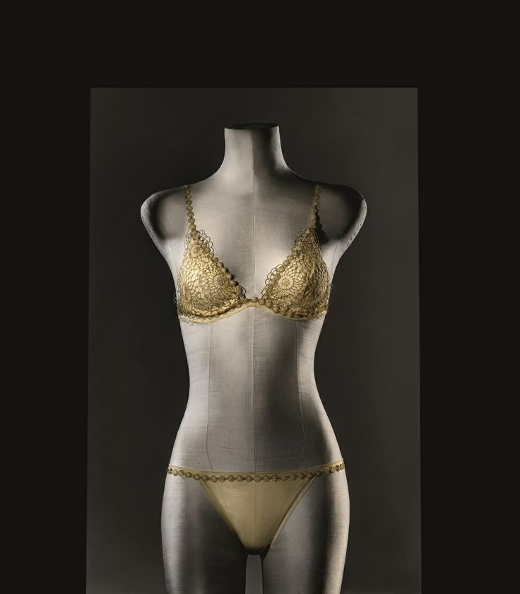 The La Perla Made to Measure Filigrane set, an exclusive collection with pieces spun from gold. Hand crafted to measure, this service is available from selected flagship boutiques.