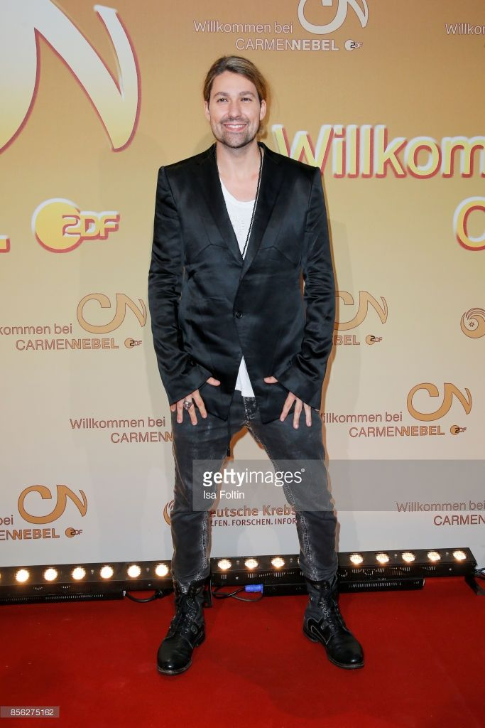 Violinist David Garrett during the tv show 'Willkommen bei Carmen Nebel' at TUI Arena on September 30, 2017 in Hanover, Germany. (Photo by Isa Foltin/Getty Images)