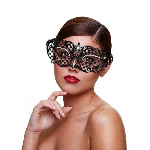 Metaal Venetiaans Masker - Midnight Het Mysterious masker van Baci is een Venetiaans masker. Het masker is gemaakt van metaal en heeft een symmetrische vorm. Het model heeft een perfecte pasvorm. Het zwarte metaal is afgewerkt met kleine kristallen. Sierlijk vlinder desing! Het masker is aan de achterkant met twee satijnen linten vast te knopen. Kleur: Zwart Materiaal: Metaal Maat: One size