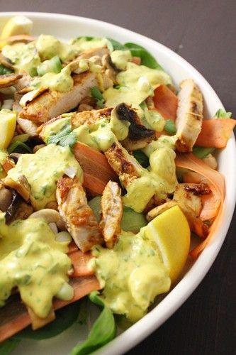 Salade de poulet tikka et sauce yaourt au curcuma à la Jamie Oliver