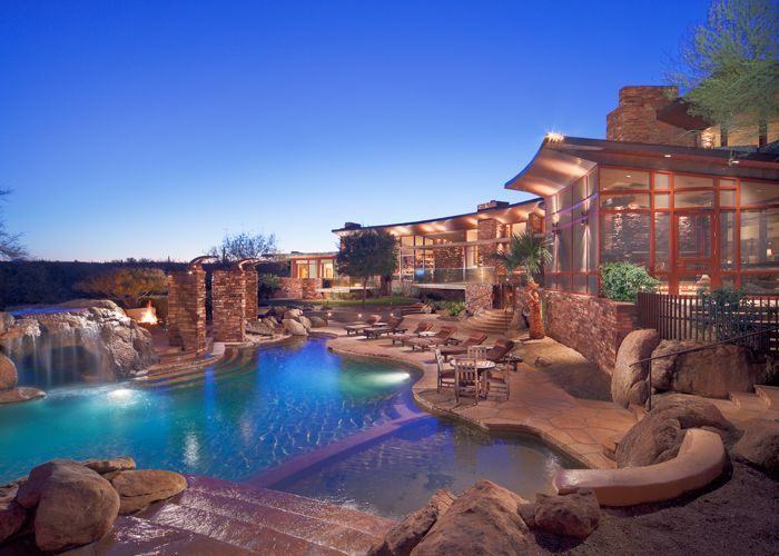 Lighting is a great way to accentuate the poolscape.