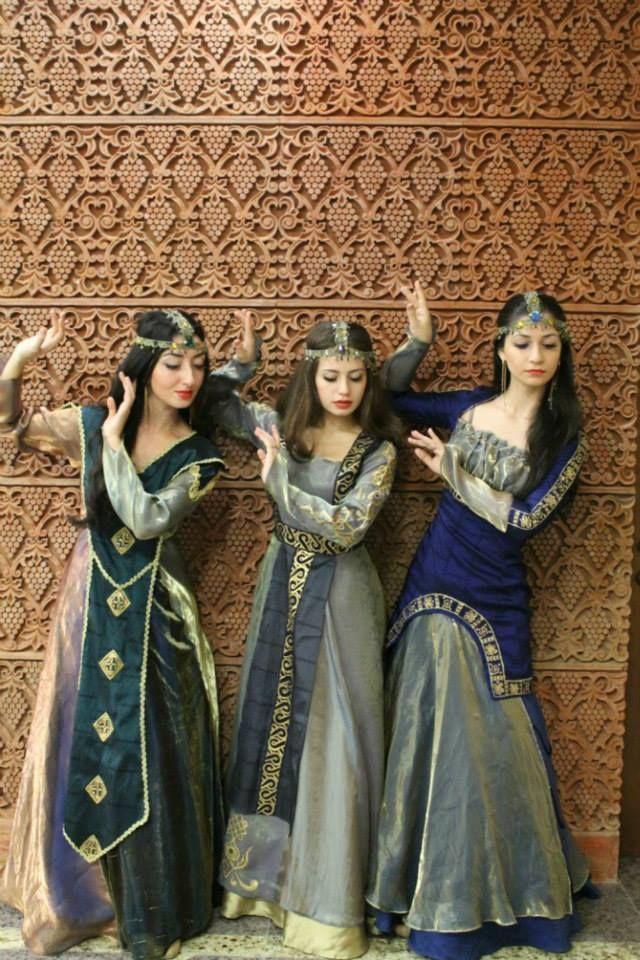 MYTHODEA      Armenian National Clothing - Taraz
