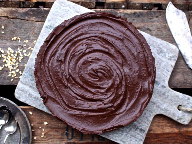 En garanterad succeetårta! Vill du bjuda på något som tilltalar alla, även de som inte äter vegan, mjölkfritt, glutenfritt, sockerfritt osv osv…? Gör den här tårtan. Jag har redan lagt upp en…