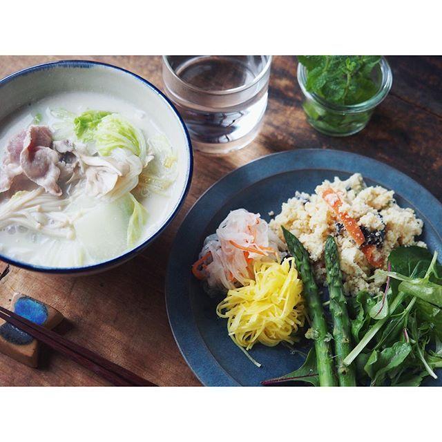 fujifab12 on Instagram pinned by myThings しっとり雨の月曜日☔️ vampireweekendでおはようございます  美味しい豆乳があったため、朝は野菜&豚肉たっぷり豆乳雑炊。 生姜あんをかけていただきました☺️❤️ 芯から温まる〜美味しかった〜〜 最近は@Vadaantiques のやちむんボウルと青の箸置き、福岡彩子さんの青の平皿で青コーデにはまってます。  大好きな食器に囲まれて暮らせるのって、この上ないしあわせや。  #やちむん#民藝#食器#與那城徹#Vadaantiques@Vadaantiques #管理栄養士#dietitian#ヘルシー#healthy#foodpic#feedfeed@thefeedfeed#朝ごはん#おうちごはん#breakfast#豆乳#soymilk#福岡彩子#とりあえず野菜食#野菜大好き#vegitable