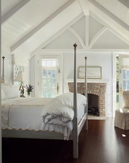 oooooh i wish...so cozy!Ideas, Attic Bedrooms, Cottages Bedrooms, Guest Bedrooms, Ceilings Details, Fireplaces, Traditional Bedrooms, Master Bedrooms, Wood Ceilings