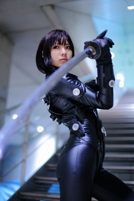 future girl, cyberpunk, futuristic girl, asian girl, sword, japan girl, futuristic look, girl in black, girl power, girl warrior, cosplay by FuturisticNews.com