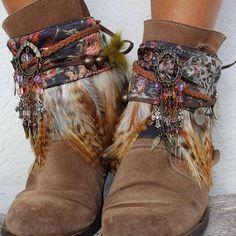 Cubrebotas étnicos, elaborado con telas vintage y adorno de monedas antiguas. Elegante colorido, ideal para dar un toque boho chic a tus botas.