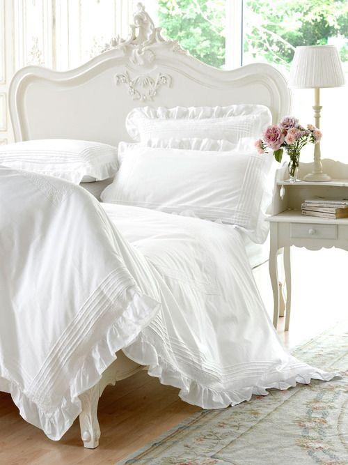 White linens and bed decor ♡ teaspoonheaven.com
