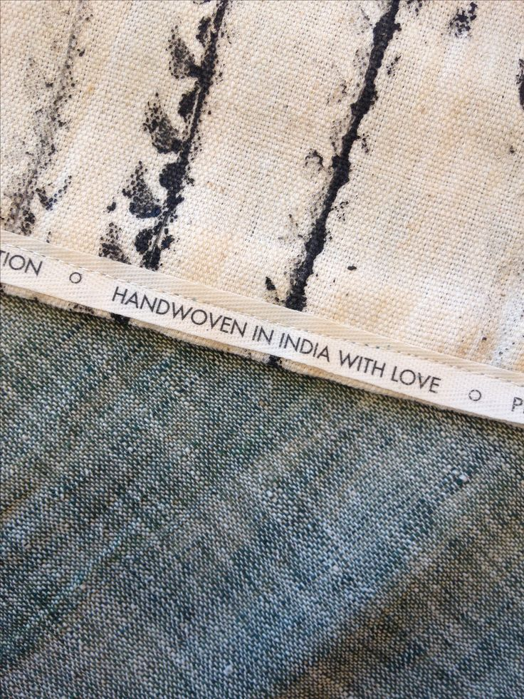 Made by maj - handwoven in India with love. A scarf made of organic handwoven cotton by a weaver in Kutch (India). Printed with Air ink. Ink made of air pollution. #ink #organic #cotton #india #handwoven #airpollution #indigo #scarf