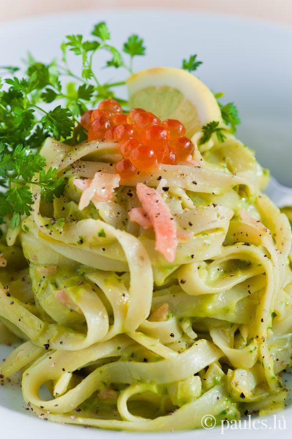 Pasta with avocado cream and salmon