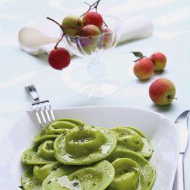 Ravioli verdi con ripieno di fonduta | Donna Moderna