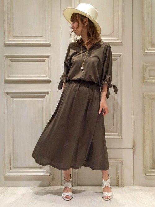 ディアモール大阪店 袖口リボンが可愛いカーキのマキシ丈ワンピース☆ ジャージ素材でシワになりにくいの