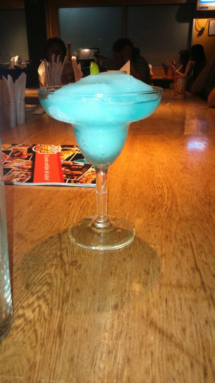 SACUDIDA (Tequila, Triple Sec, Curacao Azul, Jugo de limon)
