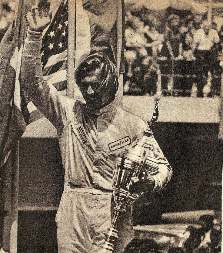 Carlos Reutemann, Argentina 1971 - podio ( 3º ) con el McLaren M7C. Carlos Reutemann (Ecurie Bonnier), Argentine Grand Prix, Non-Championship race, 1971. Chris Amon, winner, Henri Pescarolo, 2nd, and Carlos Reutemann, 3rd, in his very first Formula 1 race.