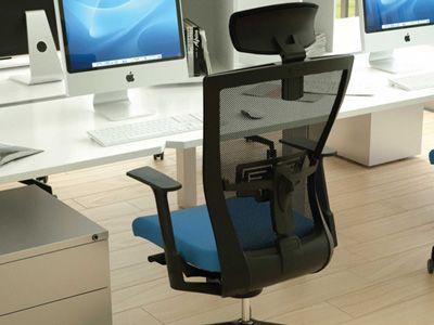 Comment choisir son siège de bureau ergonomique ?   Afin d'éviter douleurs du dos, fatigue, maux de tête, inconfort, …, choisir un siège de bureau ergonomique pour soi ou ses collaborateurs, s'avère aujourd'hui indispensable. Et peut même permettre d'économiser des heures de kiné !  Mais savez-vous quelles propriétés doit posséder un siège ou un fauteuil de bureau pour être qualifié d'ergonomique ?  http://www.mobilier-stock.com/blog/choisir-siege-de-bureau-ergonomique/