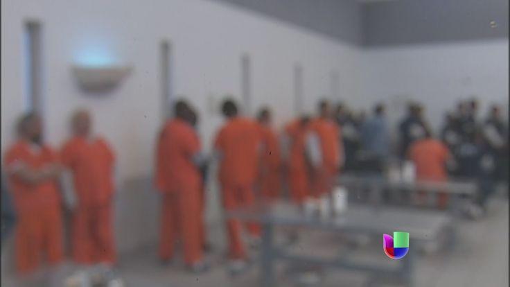 Univision ingresó a un centro de detención de inmigración -- Noticiero U...