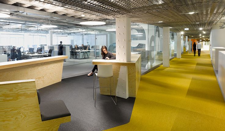 Breuninger Headquarters, yellow floor