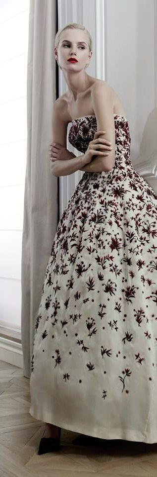 Christian Dior Haute Couture                                                                                                                                                                                 Plus