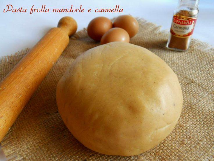 Si tratta di una golosa alternativa alla pasta frolla normale.La pasta frolla mandorle e cannella è più friabile, leggera,aromatica, uno splendido connubio.