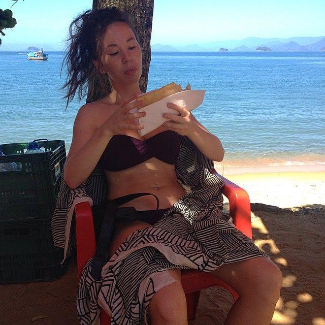 Pastel de queijo, yum yum yum yummy #brazil #brazilianfood #pasteldequeijo #undercut #goodhairday #bikini #beach #ootd #wiwt #femme #WhatLLworeToday