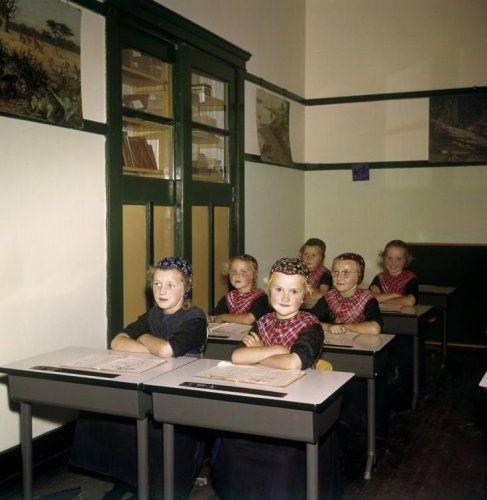 25 beste idee n over schoolbanken op pinterest kleine kinderen kamers vintage bureau en - Bureau kinderen ...
